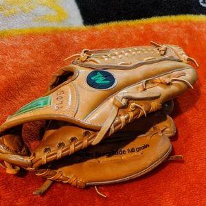 Ted Williams baseball (vintage mitt)RH